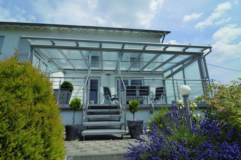 Terrassenüberdachung bauen lassen