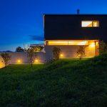 Haus mit Holzfenstern